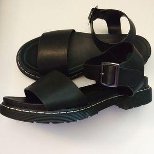 NWOT: Diba Dreya Black Sandal